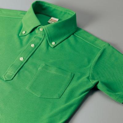 台襟仕様の立体的な首のスタイルと使い勝手の良いポケット